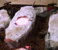 """Foto van het bronsgietproces: """"De eerste serie is klaar om af te koelen..."""""""